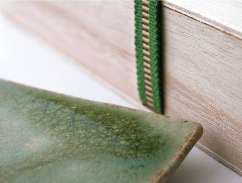 緑伊良保 - 板皿 - 桐箱